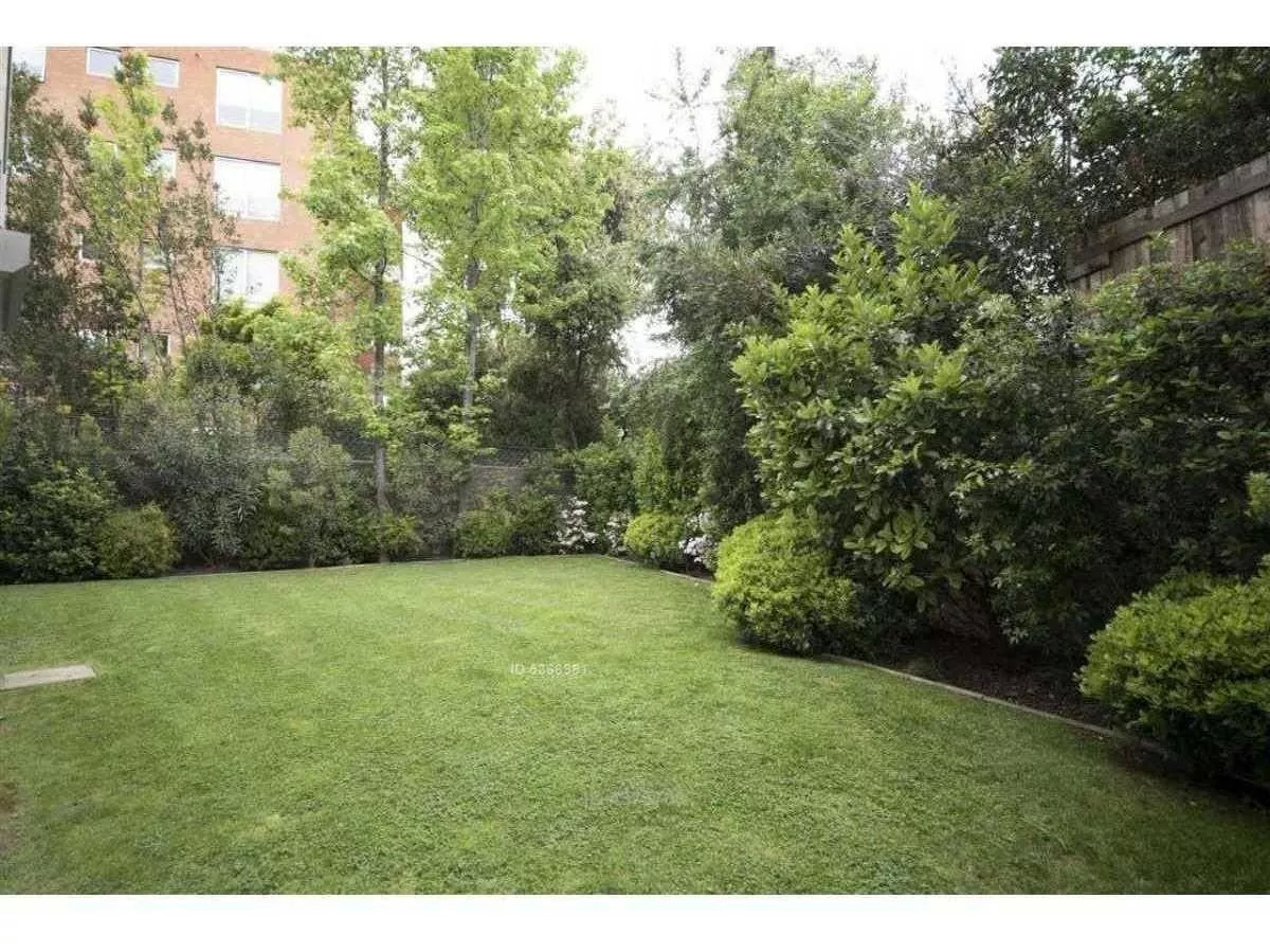 Dúplex Con Jardín / Agustín Del Castillo