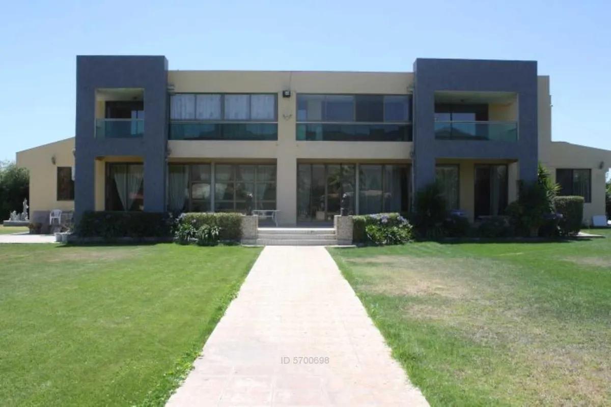 Gran Casa Cercana A Colegio San Felipe