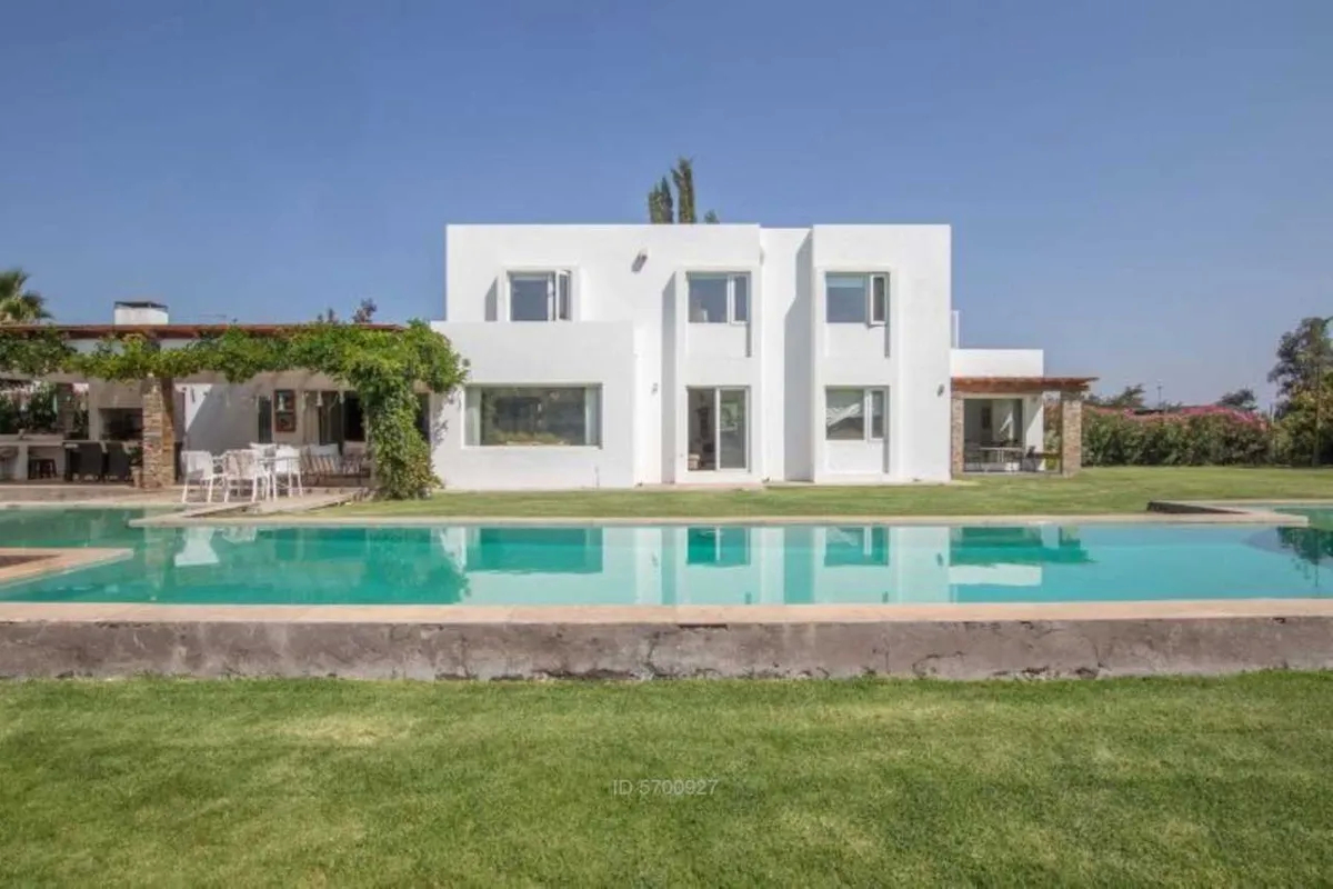 Moderna Casa Mediterránea En Condominio