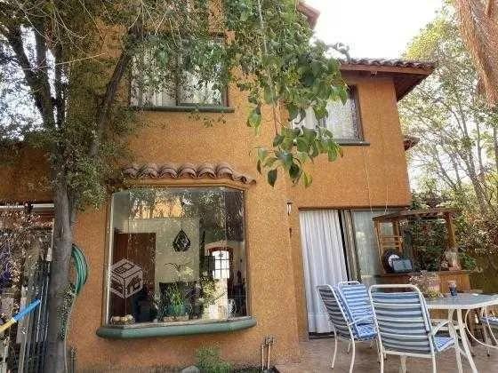 Casa Arqviva / 13 Oriente Con El Valle