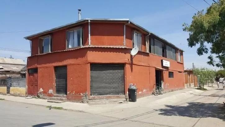 Amplia Casa De Esquina, Entre Santa Rosa Y Avenida Santa Rosa
