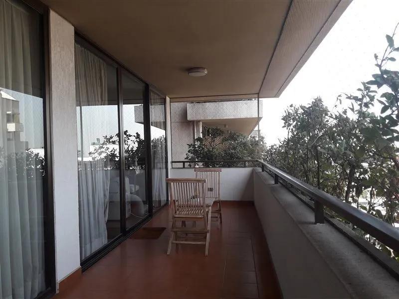 Apoquindo / Gertrudis Echeñique, Barrio El Golf, Las Condes