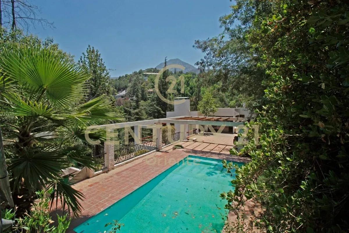 Casa En Condominio Privado Lo Curro Terreno 4.038 M2