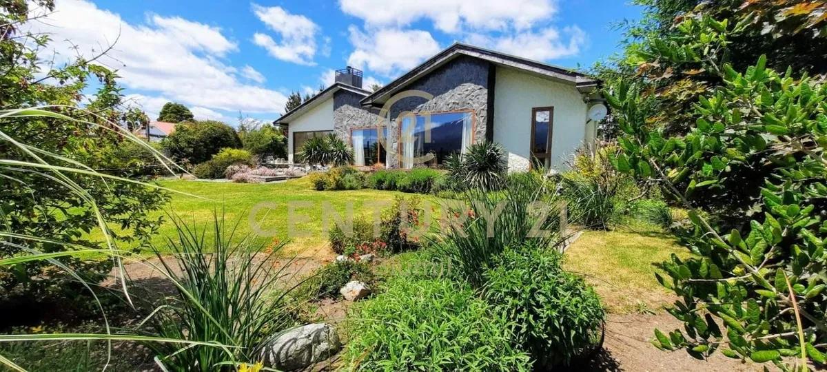 Hermosa Casa Con Orilla De Lago