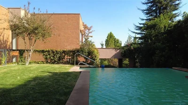 Hermosa Casa Estilo Mediterráneo, Con Excelente Vista De Santiago